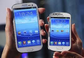 Galaxy Note II next to Samsung Galaxy S3